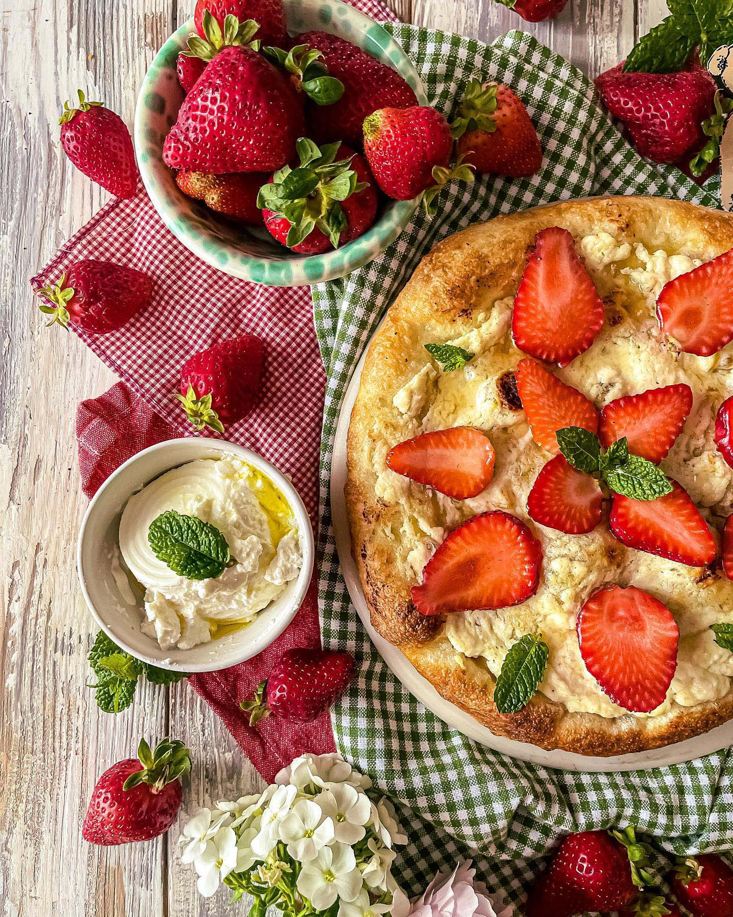 Pizza Dolce Miele d'Ailanto e Fragole